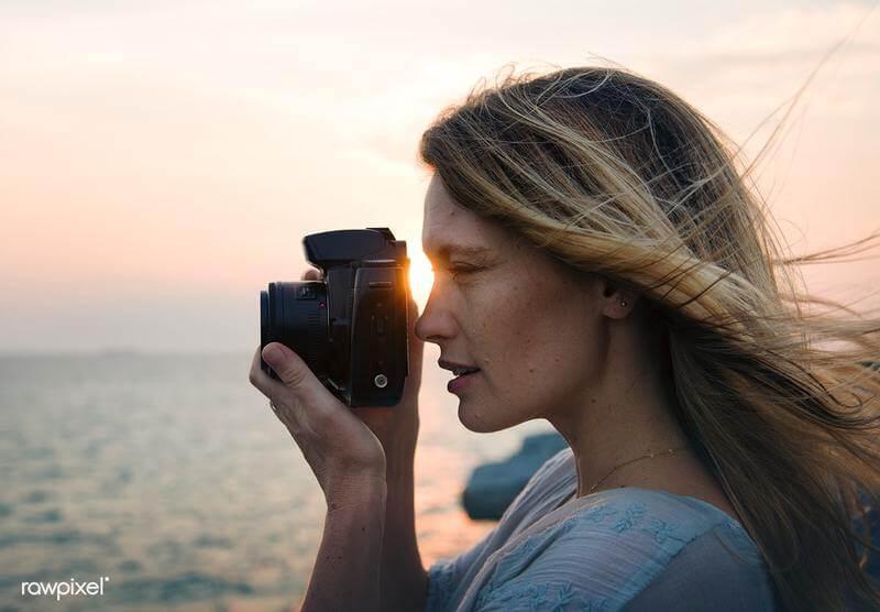 Mulher fotografando