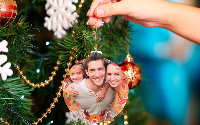 Bolinha de Natal com foto na árvore