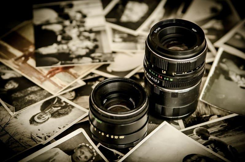 Fotos em papel fotográfico e câmera fotográfica