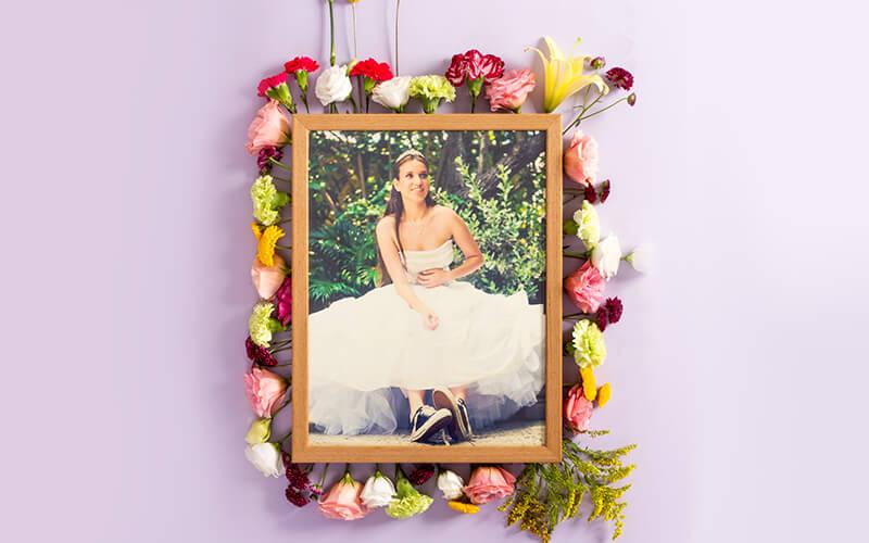 Foto de noiva em quadro com moldura de flores
